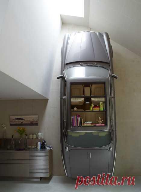 Удивительный шкаф для тех, кто не хочет платить транспортный налог на ягуар.