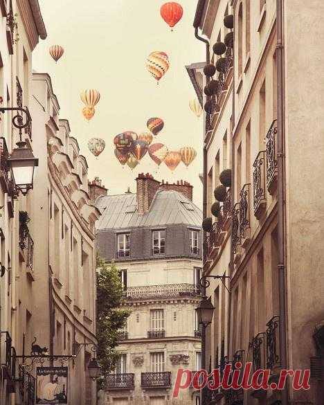В небе над Парижем