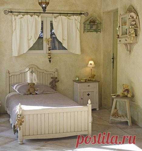 Декор стен в стиле прованс.