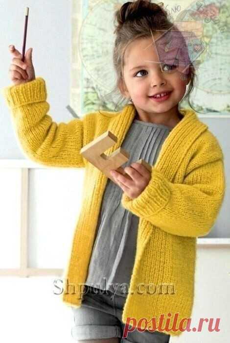 Жакет для девочки  Размеры: 2/4/6/8/10 лет  Вам потребуется: 3/4/5/6/6 мотков жёлтой пряжи Fil Nuage (72 % мериносовой шерсти, 28% полиамида, 1 48 м/50 г); спицы № 6 и № 5,5.  Резинка: попеременно 1 лиц., 1 изн.  Лицевая гладь: лиц. р. - лиц. п., изн. р. - изн. п.  Плотность вязания. Лиц. гладь, спицы № 6: 1 7 п. и 22 р. = 1 0 х 1 0 см; резинка, спицы № 5,5: 22 п. и 24 р. = 10 х 10см.  Описание вязания жакета   Спинка: на спицы № 5,5 набрать 55/61/65/69/73 п. и связать для...