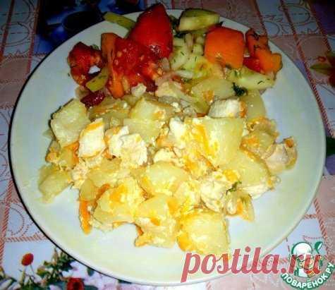 Тушеный картофель с курицей в сметане Картофель и курица по этому рецепту получаются очень нежными. Сливочно и очень вкусно! Отличный обед или ужин! Источник: https://www.povarenok.ru/recipes/show/152725