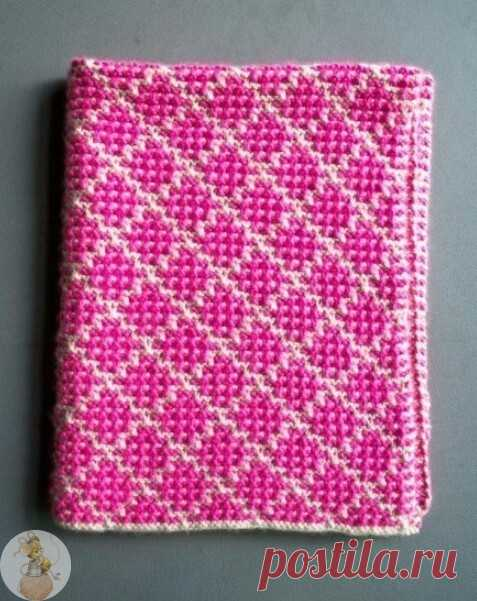 Плед: Ленивый жаккард.  Благодаря интересной слип-технике можно создавать сложные и красочные узоры, применяя только основные виды петель (лицевую, изнаночную и без провязывания). Такая техника идеально подойдет для создания интересного одеяла в детскую кроватку.   Вязаное одеяло своими руками   Материалы:   Цвет А: 100% мериносовая шерсть;  Цвет Б: 100% super baby alpaca;  круговая спица.   Цветовые сочетания могут быть различными.   Образец   19 петель х 38 рядов = прим...