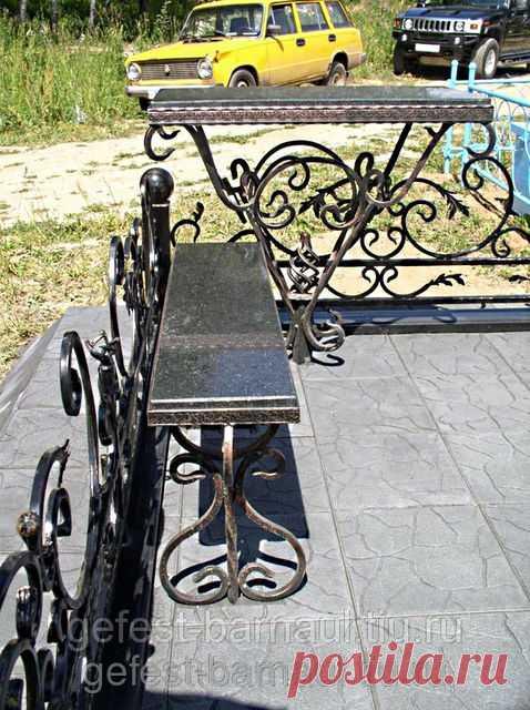 Стол и лавка на кладбище  барнаул