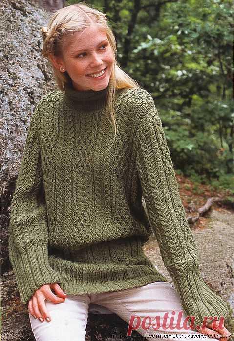 Пуловер с косами и высокими резинками.