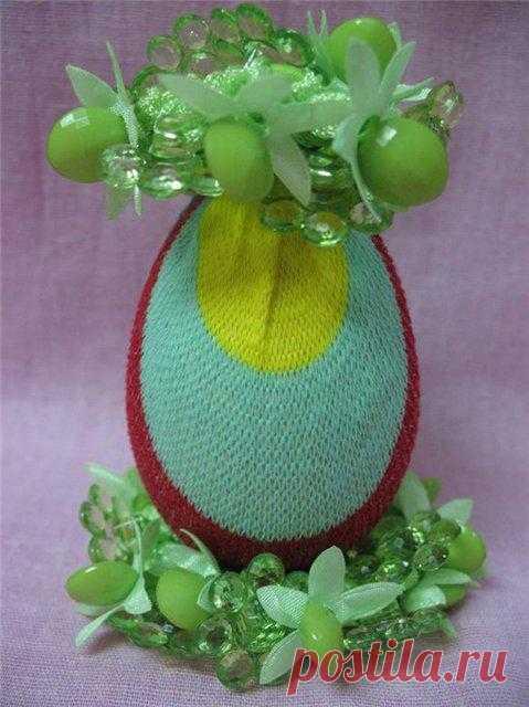 Пасхальные яйца из носочков.