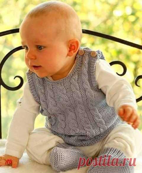 Жилетик спицами для малыша Такой теплый и ласковый, удобный и незаменимый жилетик от известной во всем мире студии Drops Design вы свяжете быстро и легко.
