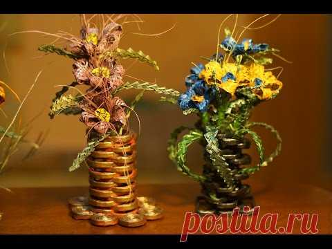 Vases made of paper modules for woven flowers