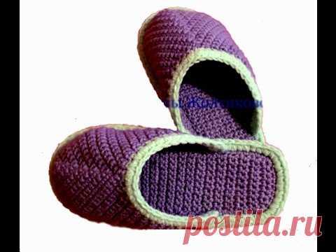 Las zapatillas por el gancho sobre la suela