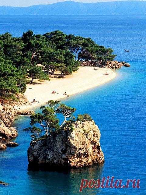 """Земля, наш общий дом. И она богата прекрасными местами для отдыха. И вот одно из них. Это - Хорватия. Для примера о этой стране. Если вы когда-либо мечтали уединиться на острове, Хорватия – идеальное место. На территории этой страны находится более тысячи островов. Остров Вис, Хорватия. Разработав как один из лучших новых направлений из тех, """"в курсе"""", Хорватия предлагает захватывающие дух пейзажи, дружелюбные местные жители, удивительной кухней и замечательными винами. Это прекра"""