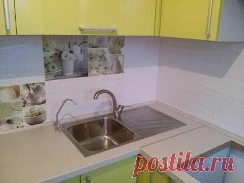 Укладка плитки (фартука) на кухне.