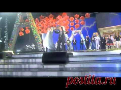 Незабываемый дуэт Алла Пугачева и София Ротару София Ротару и Алла Пугачева — Нас не догонят… Великие Женщины, которые вошли в историю развития современной эстрады. Невероятная популярность, длинною в жизнь. Две звезды, удивительно яркие и талантл…