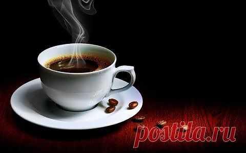 """.Мы входим в одно из кафе рядом с вокзалом. За нами входят два человека и говорят: «Пять кофе! - два мы выпьем сейчас, а три подвешены в воздухе». Идут платить и платят за пять кофе. Затем выпивают свои два и уходят. Я спрашиваю Де Сику: """"Что это за подвешенный кофе?"""" Он говорит: «Подожди». Потом входят други люди: девушки пьют свой кофе и платят нормально. Далее входят три адвоката, заказывают семь кофе: «Три мы выпьем, а четыре подвешенных». Платят за семь, пьют свои три и уходят."""
