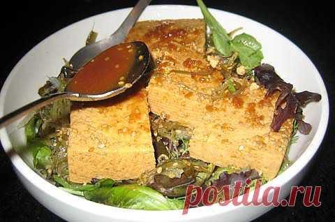 Довольно интересный салат из водорослей. Японская кухня.