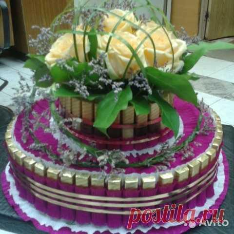 9bbb76510cf Торт из конфет и цветов купить в Москве на Avito — Объявления на сайте Avito