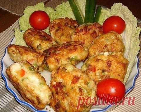 Кулинария >Котлеты из куриного мяса с овощами и сыром.