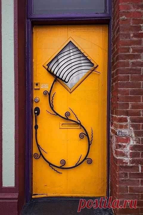 Забавная дверь с остроумной решёткой / Дача / Модный сайт о стильной переделке одежды и интерьера