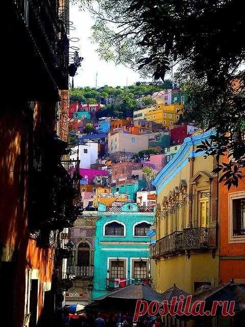 В этом городе нет ни одного современного здания, а все вновь построенные удачно вписываются в архитектурную среду. Гуанахуато, Мексика