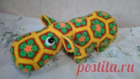 efe284b97c10 Бегемот из мотивов Африканский цветок крючком. Работа Ксении, Вязаные  игрушки