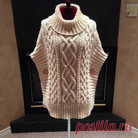 Коралловый пуловер с аранами, связанный спицами  Нежный пуловер связан спицами узорами с косами. Воротник связан резинкой, а посередине него спереди и сзади как-бы продолжается коса, связанная на переде и спинке.  Размер:42 Показать полностью…