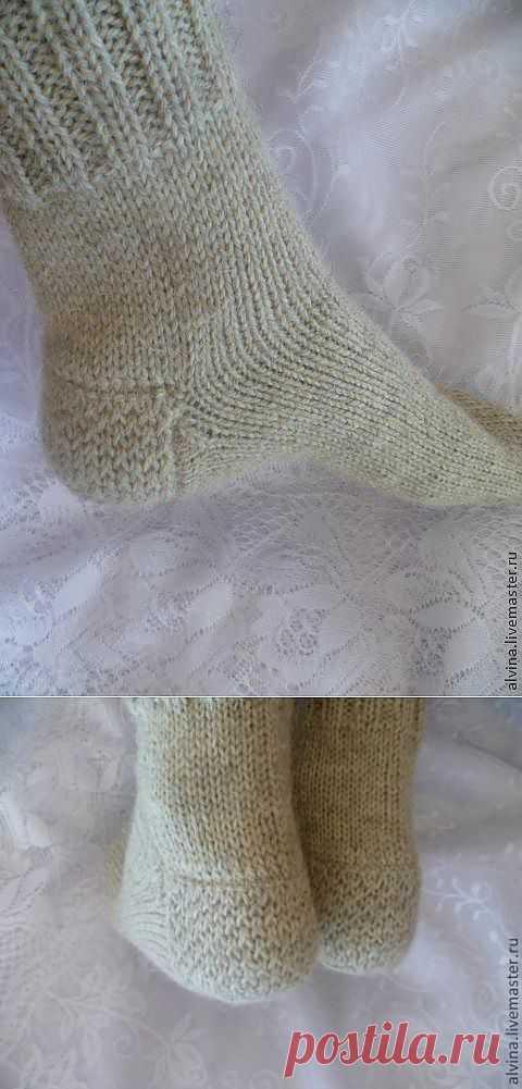 """Вязаные шерстяные носки с """"запаской""""."""