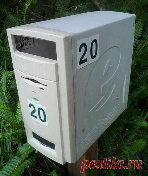 Почтовый ящик из компьютерного блока.