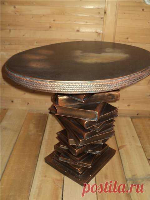 Винтажный столик из старых книг. (Описание поклику на картинку).
