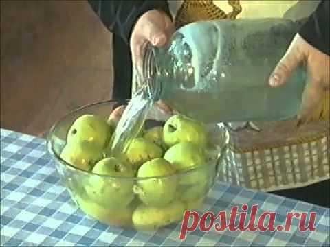 Закручиваем яблоки на зиму целиком и с овощами / Простые рецепты