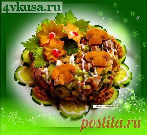 Куриный салат с сельдереем.