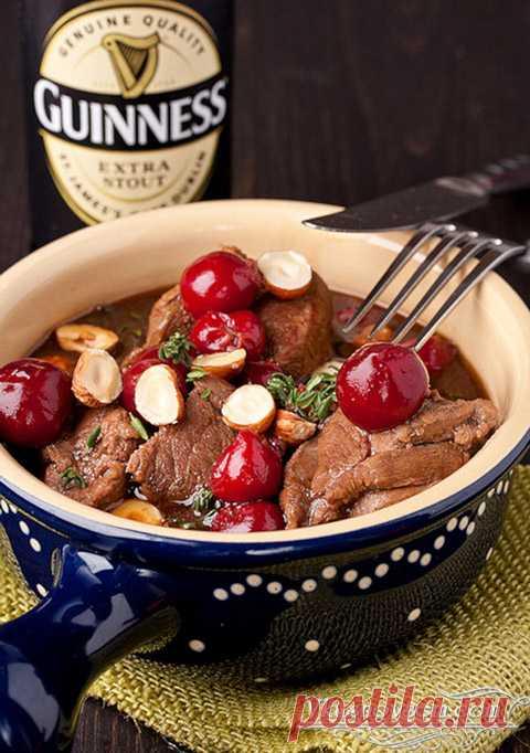 Рагу из говядины с пивом и вишнями