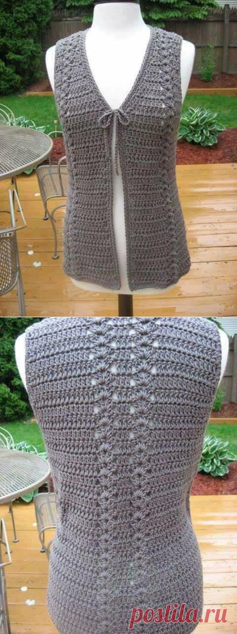 Вязание крючком простого жилета доступно для начинающих мастериц.