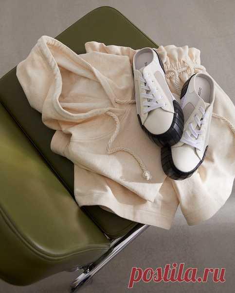 Выбирайте одежду, в которой свободно и стильно! Модные новинки теплых тонов сделают ваш образ элегантным и обеспечат вам уют и комфорт. Не пропустите, уже в продаже! 😊💛 #HM