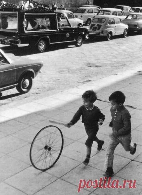 Неподдельные детские эмоции. Палермо, Италия, 1971 год. Фотограф – Анри Картье-Брессон