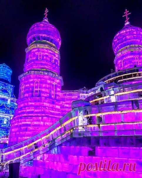 С 1963 года в Китае проводится Фестиваль снега и льда. Мастера из разных стран мира создают настоящие произведения искусства, используя недолговечный зимний материал. В этом году на Фестивале можно увидеть даже Красную площадь!
