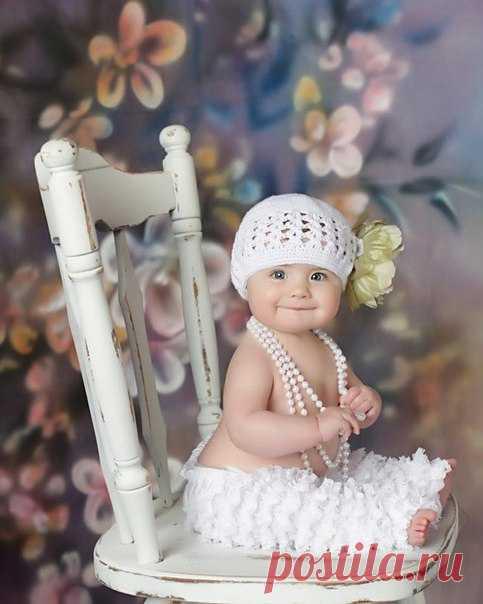Поцелую нежно мягкую ручонку, прикоснусь губами к носику едва... Сердце замирает от любви к дочурке... Какое это счастье, что есть ты у меня! ❤