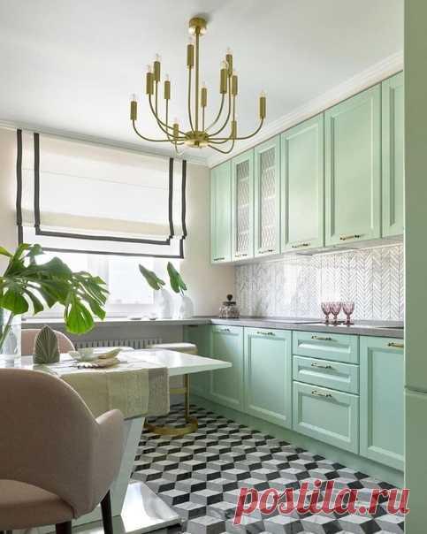 Нежная мятная кухня с золотыми деталями!