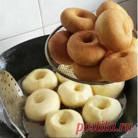 Самые вкусные пончики в мире Это самые вкусные пончики… которые я ела! Уже 2 раза их делала — обалденные! Мягенькие , прямо воздушные, с...