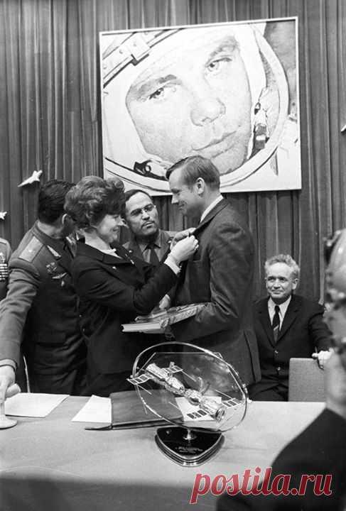 Первая женщина-космонавт и первый человек на Луне. Валентина Терешкова и Нил Армстронг, 1970 год.