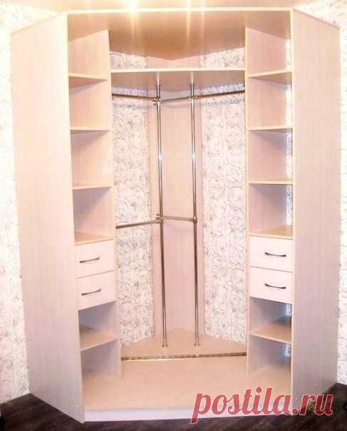 Как Вам идея угловой гардеробной в комнате?