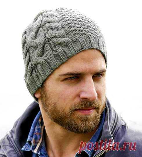 Изысканная мужская шапка спицами с косами от Дропс   Вязание Шапок - Модные и Новые Модели