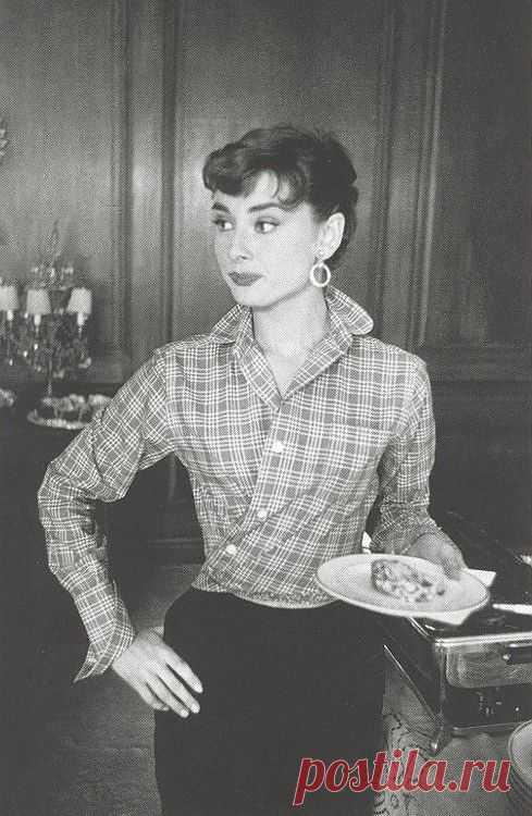 Мужская рубашка на Одри Хепберн / Звездный стиль / Модный сайт о стильной переделке одежды и интерьера