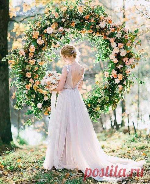 Самые нежные образы весенних невест из нашего Instagram @weddywood Подписывайтесь и узнавайте о трендах раньше всех: