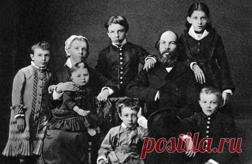 Sobre Ulyanovyh en los años soviéticos era escrita la multitud de libros y los artículos. A nosotros los daban como el ejemplo de la familia ideal, casi que todos miembros del acero por los revolucionarios. Se puede llamar la familia Ulyanovyh poco probable ejemplar. El hijo mayor Alejandro trataba de comenzar \