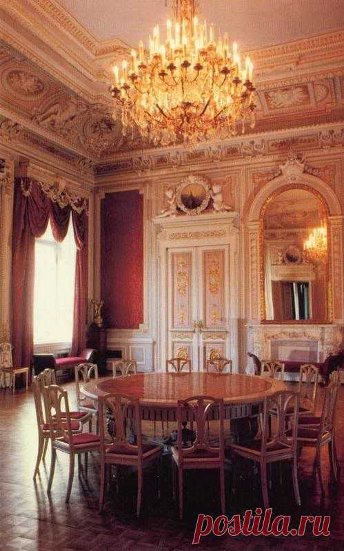 Anichkov Palace Desk room of Maria Feodorovna... \/ Deirdre Cece was kept by Ping on a board of \