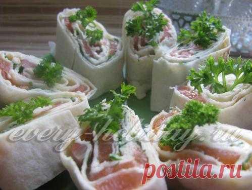 El panecillo del salmón y lavasha