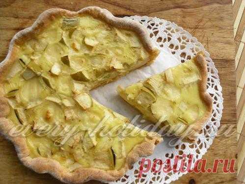 El pastel sin azúcar de manzana. La receta a la camarilla en la foto.