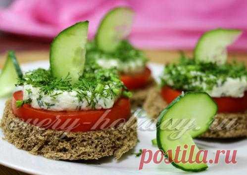 Бутерброды с брынзой, чесноком и зеленью