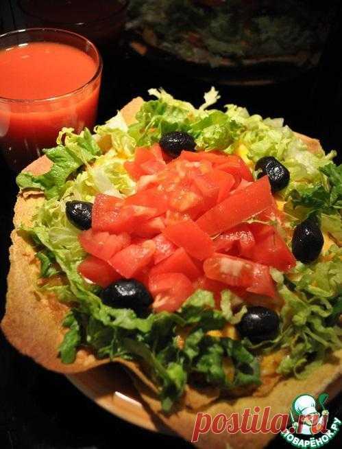 Традиционный мексиканский пирог Taco Pie из чечевицы, мяса и овощей