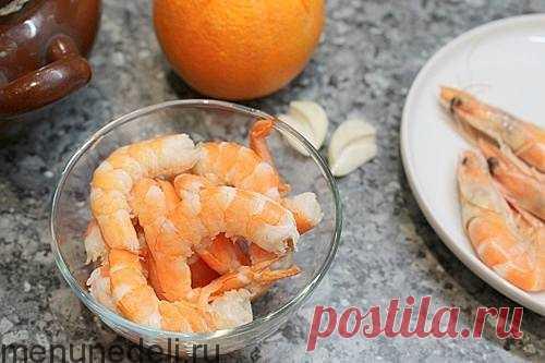 Рецепт салата с креветками, хурмой и авокадо | Меню недели