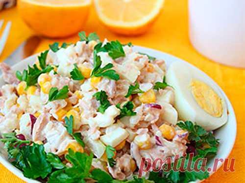 Питательный салат из риса и тунца