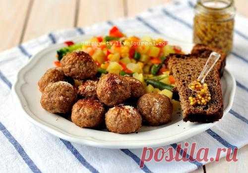 Meat balls from ground pork and yablokamenyu weeks